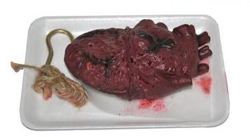 Bebloed Nep Hart op een schaaltje