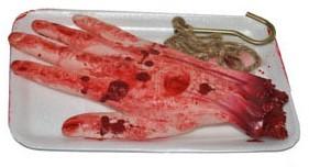 Bebloede Nep Hand op een schaaltje